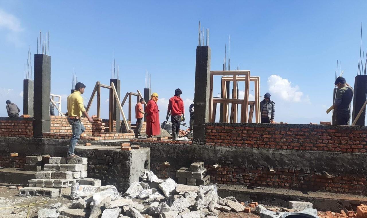 भीमेश्वर नगरपालिकामा आनीहरुका लागि भवन निर्माण हुँदै